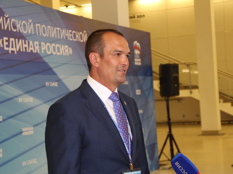 Михаил Игнатьев принимает участие в работе Съезда Партии
